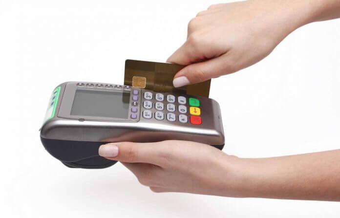 Có nên sử dụng dịch vụ rút tiền mặt từ thẻ tín dụng